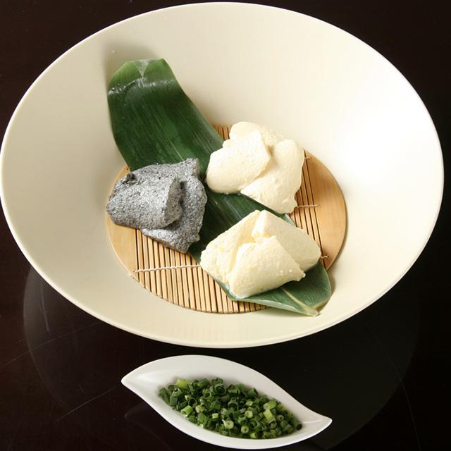 おいしい豆腐三色盛り (柚子、黒胡麻、グリーンピース)