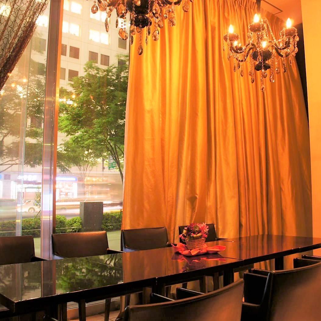 高い天井が開放感を更に引き出す!テーブル個室
